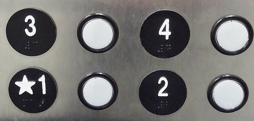 Knoppen van het bedieningspaneel van een lift
